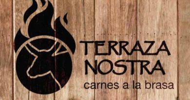 Logo Terraza Nostra sobre fondo de madera