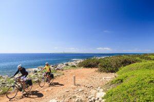 Cami de Cavalls en bici. Copy Turismo de Menorca (2) (FILEminimizer)